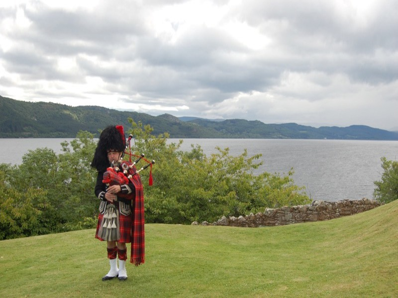 Explore Loch Ness and enjoy an optional visit to Urquhart Castle image